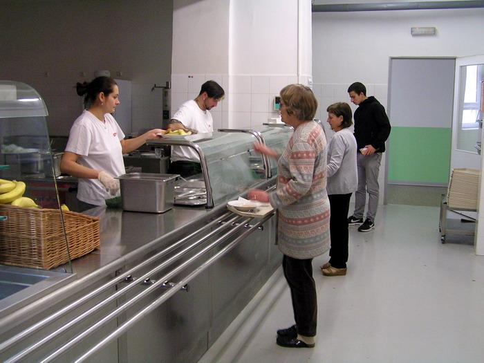 Škola Jarov - školní jídelna