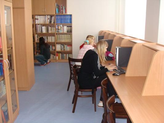 Škola Jarov - Školní knihovna, studovna