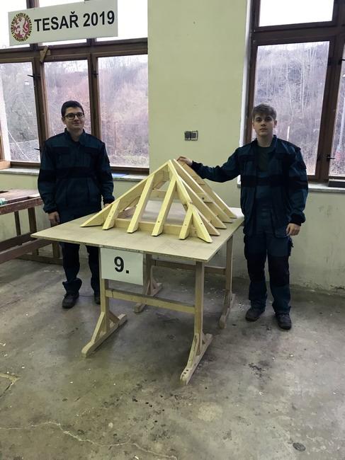 Škola Jarov - Soutěž tesařů v Jaroměři