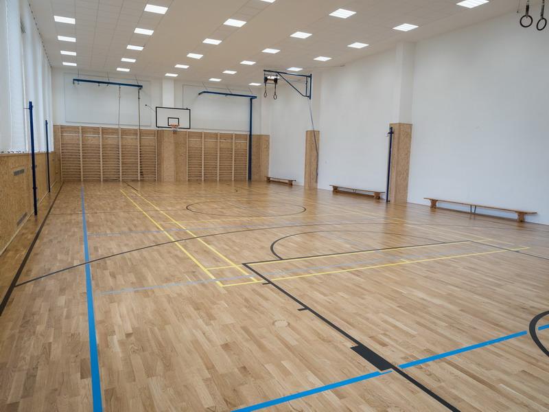 Škola Jarov - posilovna, tělocvična