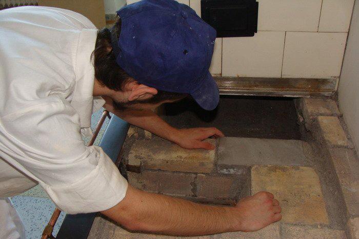 Kamnář konstruktér individuálně stavěných topidel - Škola Jarov