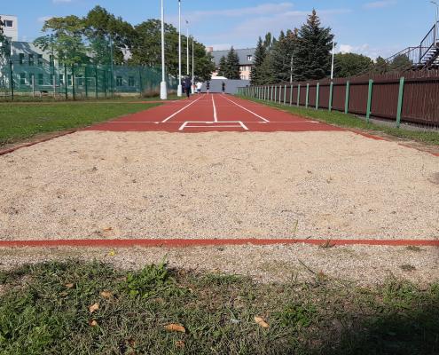Běžecká dráha s umělým povrchem